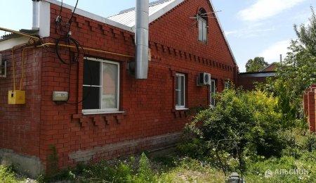 Дом 90 м. кв., участок 8 соток, гараж.